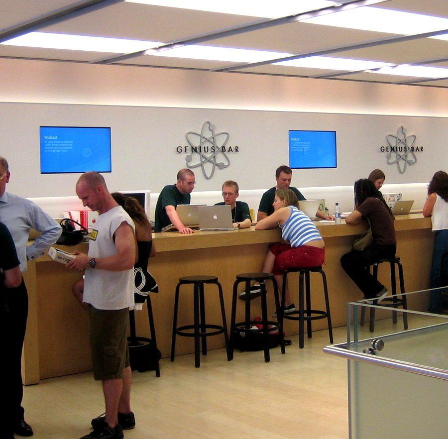 Apple_Genius_Bar_Regentstreet_London.jpg