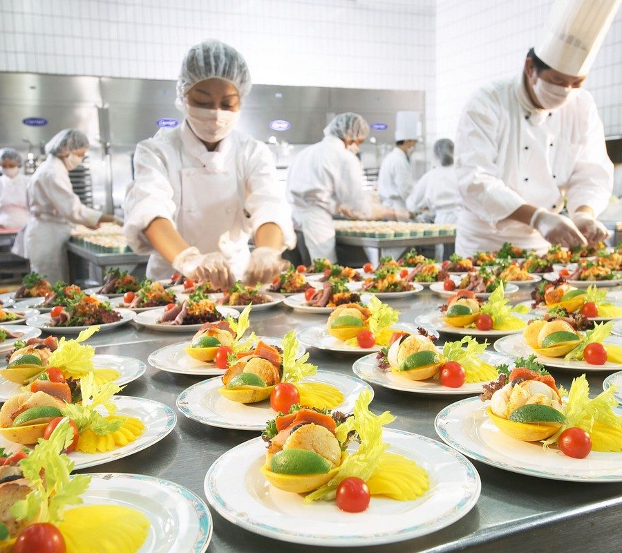 Food+preparation+at+dnata+catering,+Singapore.jpg