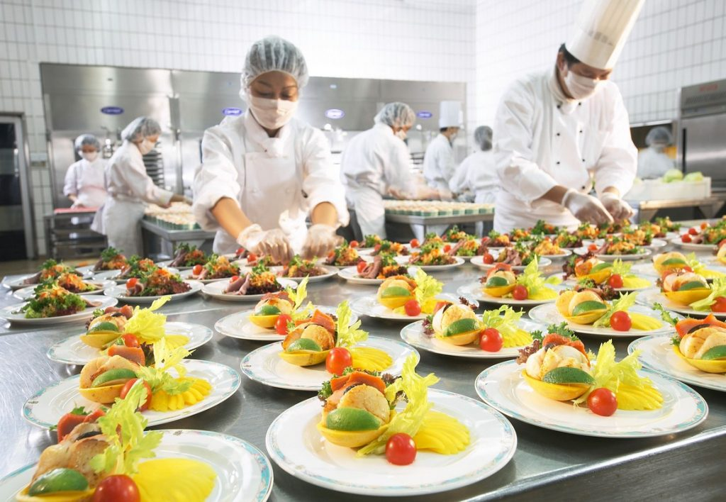 Food+preparation+at+dnata+catering,+Singapore